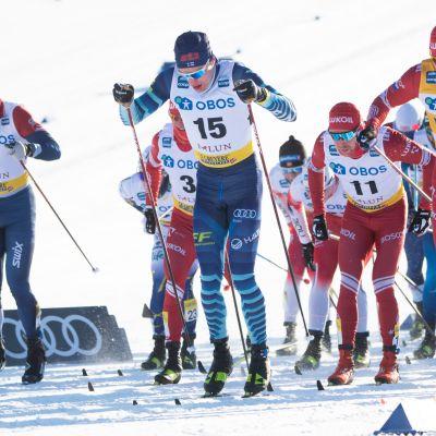 Iivo Niskanen Falunin 15 kilometrin perinteisen hiihtotavan yhteislähtökisassa.