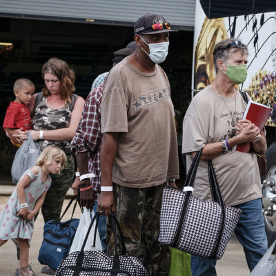 Över en halv miljon människor i Texas och Louisiana har beordrats att omedelbart lämna sina hem.