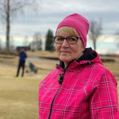 Riitta Putkonen  avasi kotimaisen golfkauden Rantasalmella.