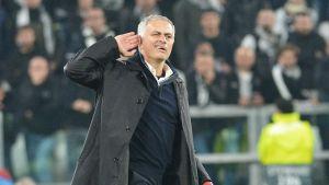 José Mourinho gestikulerar.