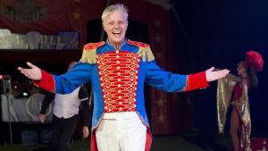 Sebastian fungerar som konferencier på Cirkus Finlandia 2017