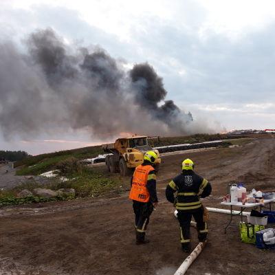 Brand vid den gamla avstjälpningsplatsen i Jakobstad.