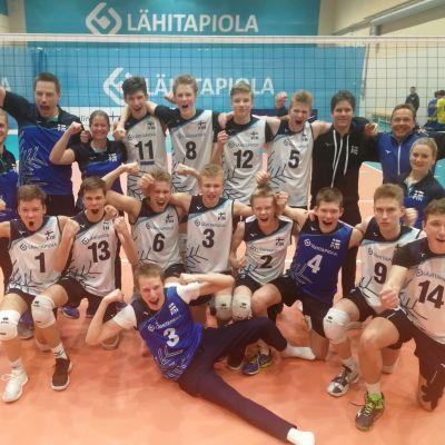 Suomen U17-poikien joukkue, joka varmisti EM-lopputurnauspaikan.