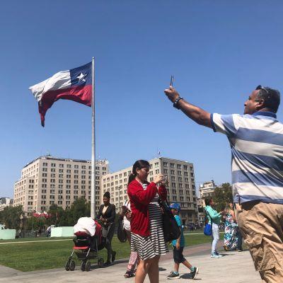 Chileä pidetään Latinalaisen Amerikan johtavana maana verkkoinfrastruktuurissa ja matkapuhelimien käytössä.