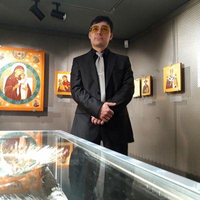 Ikonitaiteen mestarin ja opettajan Petros Sasakin poika Simeon Sasaki.