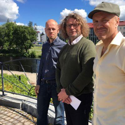 Tutkija Toni Ahvenainen (vas.), erikoistutkija Markku Mattila ja erikoistutkija Mika Raunio Siirtolaisuusinstituutissa tekevät suurta muuttoliiketutkimusta Etelä-Pohjanmaan alueella kolmen vuoden ajan.