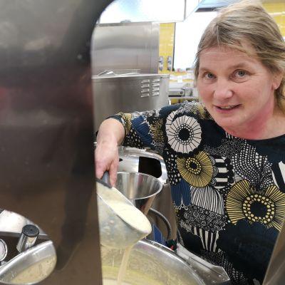 Minna Hakulisen mielestä viitseliäisyyden avulla lähiruokaa voi käyttää nykyistä enemmän.