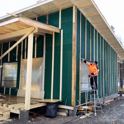 Yrittäjä Ville Pisto rakentaa omaa ravintolaansa Iitin Vuolenkoskelle.