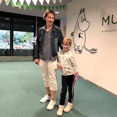 Amanda Mäkinen ja Arja Ojala olivat tulleet Muumimuseoon Lempäälästä.