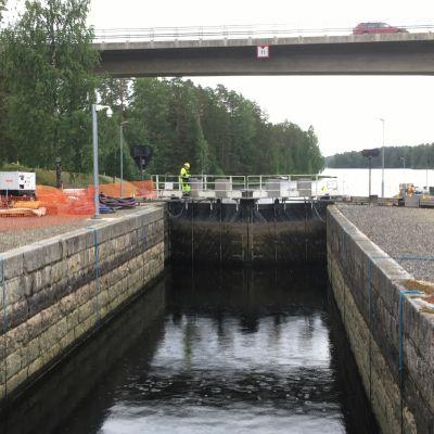Karvion kanavaa Heinävedellä korjataan heinäkuussa 2020.