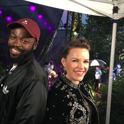 Rap-artisti Jesse Markin ja blues-kitaristi Erja Lyytinen esiintyivät lauantaina Helsingin juhlaviikonlopussa.