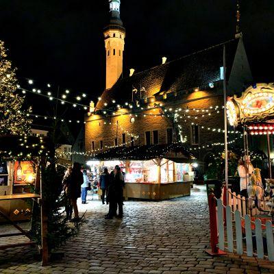 Tallinnan joulutorilla on tänä vuonna vain yhdeksän myyntikojua. Viime vuonna kojuja oli 27.