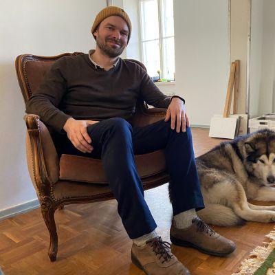 Antti Tuomola vietti kartanon herran elämää lähes puolitoista vuotta.