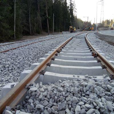 Tampereen ratikan sepelirataosuutta rakenteilla Rieväkadulla huhtikuussa 2019.