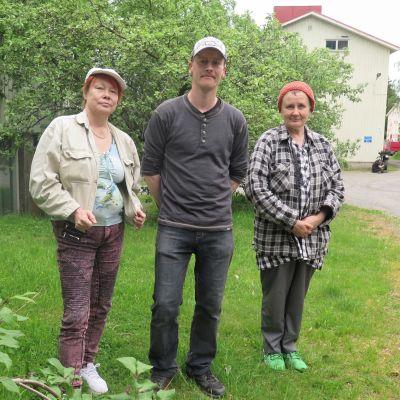 Hipposkylän asukkaat Maija Nurmi, Juha Laakso ja Tarja Lahtinen