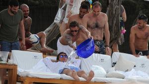 fotbollsspelare på Ibiza på en strand