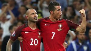 Cristiano Ronaldo och Ricardo Quaresma firar.