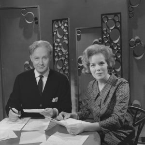 TV1:n ohjelma Levylautanen (Suomen Televisio). Tuottaja Eino Virtanen ja Marjo  Sundström lukevat katsojien lähettämiä kirjeitä.