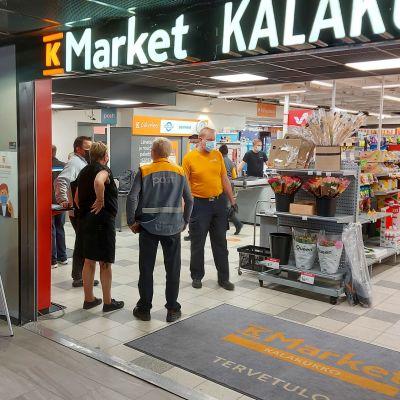 Postin palvelupiste K-Marketissa Kuopiossa
