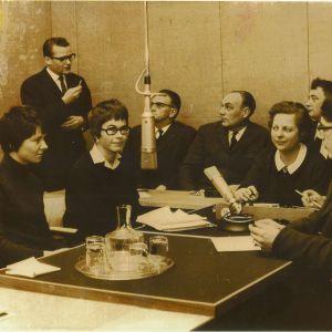 Gammalt fotografi från producentkurs i Borgåstudion 1967-1968.