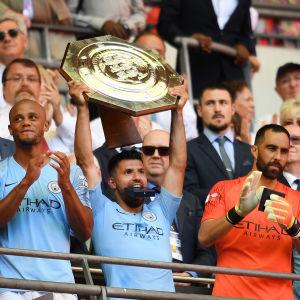 Ederson, Vincent Kompany, Sergio Agüero och Claudio Bravo försöker försvara titeln.