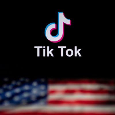 Tiktok-logon och den amerikanska flaggan.