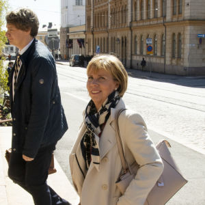 Anna-Maja Henriksson saapuu Säätytalolle