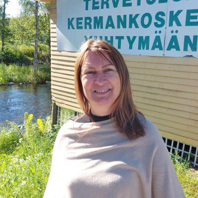 Kermankosken lavan puuhanainen Sari Turunen.