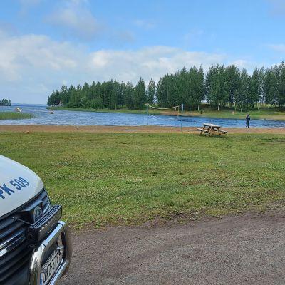 Poliis etsii kadonnutta poikaa Joensuun Linnunlahden uimarannalla.