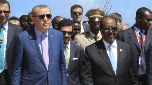 Turkiets president Recep Tayyip Erdogan med Somalias president Hassan Sheikh Mohamud under Erdogans besök i Mogadishu 3.6.2016