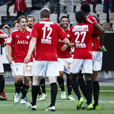 HIFK:s spelare firar mål, augusti 2017.
