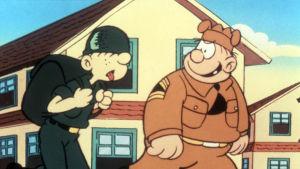 Tecknad bild. Till vänster seriefiguren knasen, en ung smal soldat med tung packning, till höger hans förman