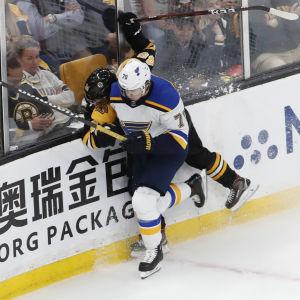 Hårda tacklingar i NHL-finalerna.