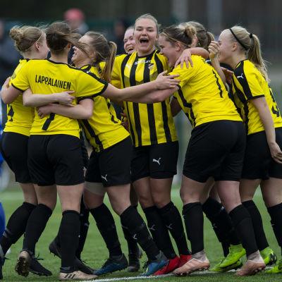 FC Honka jublar efter mål mot HJK 2019.