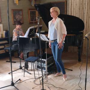 Sopraano Kaisa Ranta ja pianisti Tiina Karakorpi Ainolassa Meidän festivaalilla