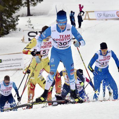 Alexander Ståhlberg (nummer 30) såg till att det gick undan från start.