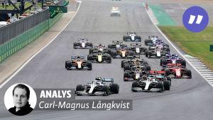 Formel 1-bilar startar. Text på bilden: Analys: Carl-Magnus Långkvist.