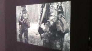 """Outi Laines blinda soldater i verket """"Platoon"""" (2012)"""