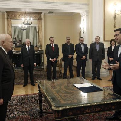 Alexis Tsipras svärs in som premiärminister