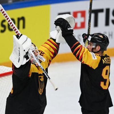 Tyskland firar segern över Kanada i VM i ishockey 2021.