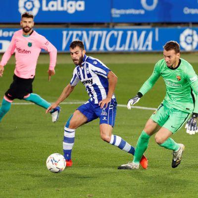 Luis Rioja överlistade Neto i Barcelonas mål.