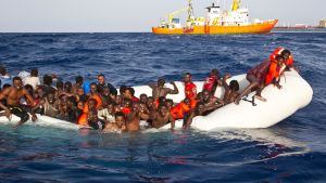 Flyktingar som räddas och förs till Lampedusa.
