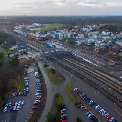 Karis stationsområde sett uppifrån med hjälp av en drönare.