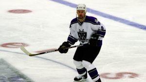 Jere Karalahti på isen i NHL.