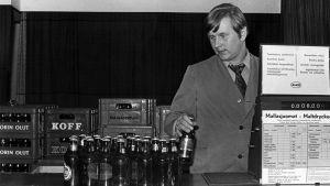 Oluen myyntiä Alkossa 1970-luvulla