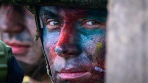 Rysk soldat i kamouflagemundering under övningen Vostok 2018