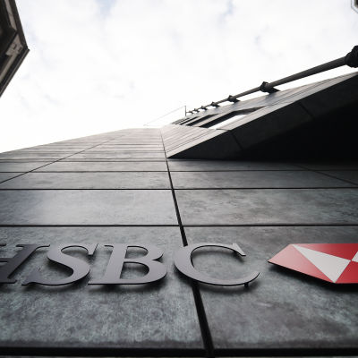 HSBC-banken blir kvar i London City, men tusentals jobb flyttas utomlands