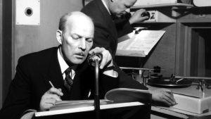 Eero Leväluoma ja teknikko Fröjdman Yleisradion studiossa vuonna 1949.