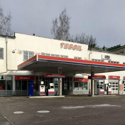 Teboils bensinstation i Borgå ligger öde en vårdag