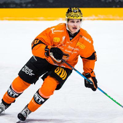 I KooKoo har Pittsburghs NHL-lån Kasper Björkqvist på 8 matcher noterats för 4 + 5 = 9 poäng.